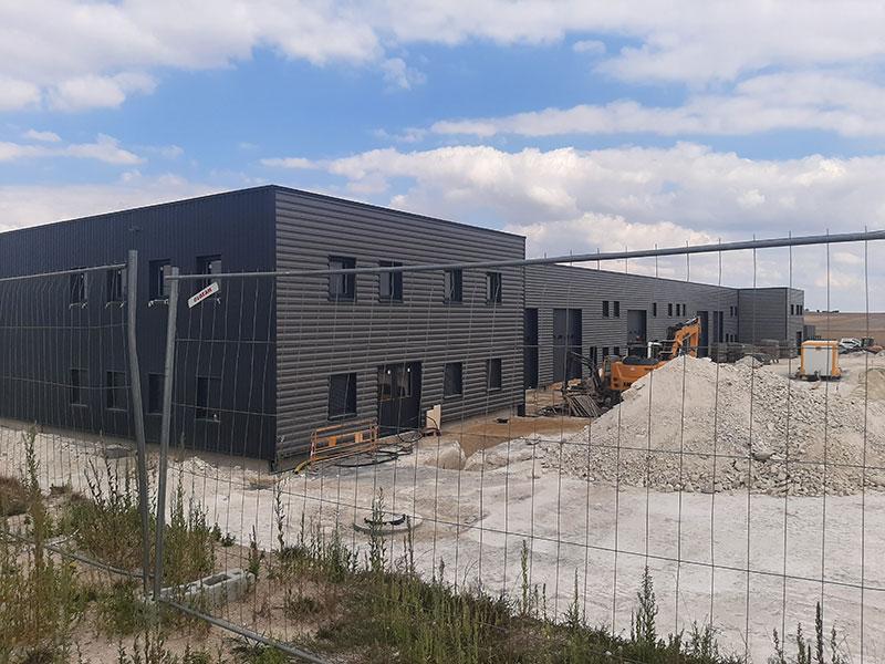 projet de réalisation de bâtiments industriels, projet piloté par 2MA Structure, vue sur le bardage